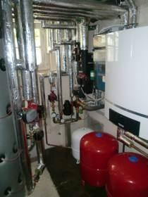 Gasbrennwerttechnik mit solarer Trinkwasserbereitung und Heizungsunterstützung