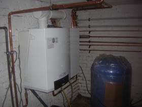 nstalliert wird eine Gasbrennwerttechnik mit solarer Heizungsunterstützung
